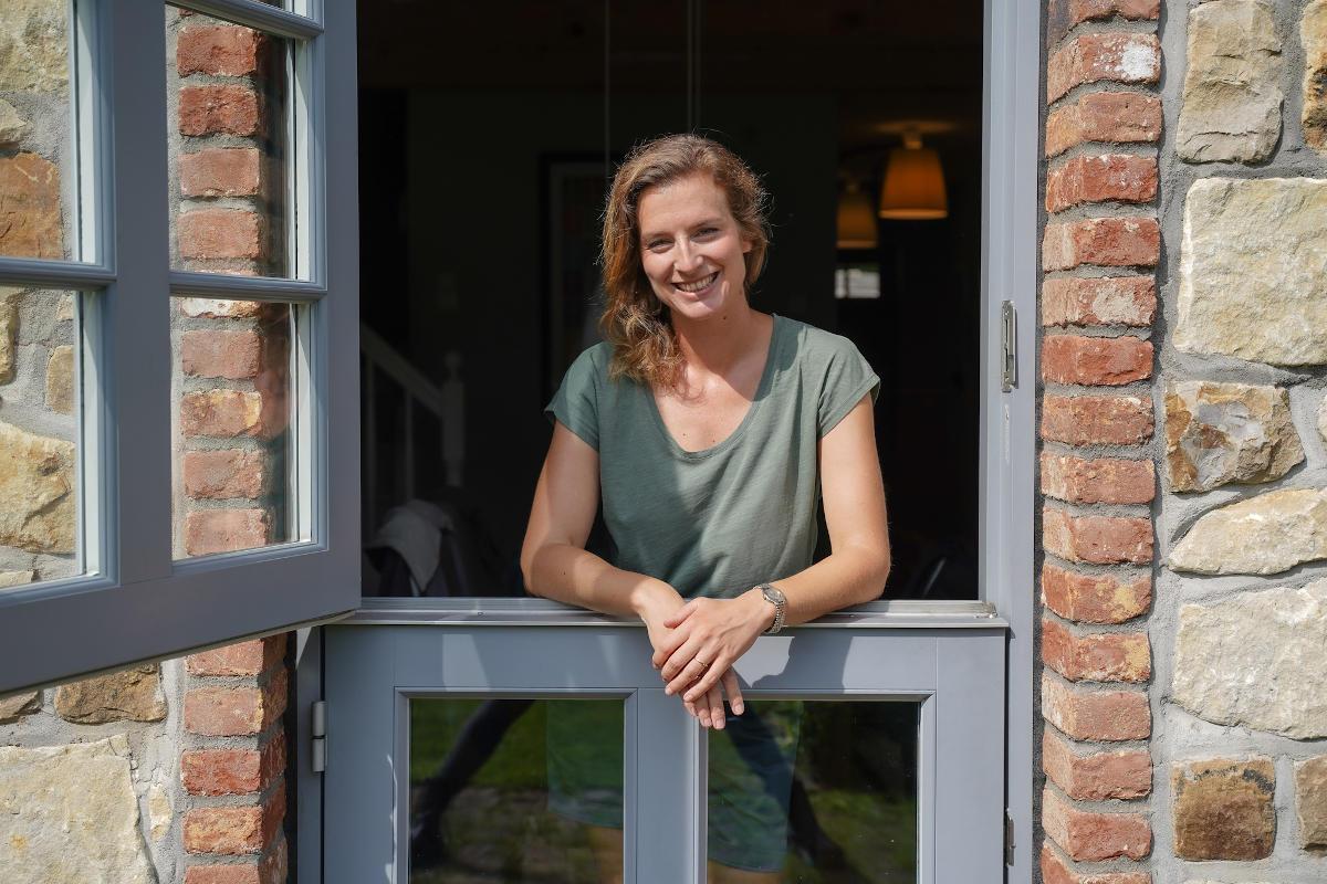 Helen Kuckling lächelnd in Klöntür